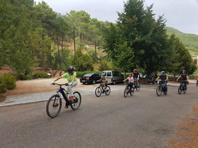 El Parque Natural Las Batuecas Sierra de Francia pone a disposición de los visitantes 10 bicicletas y un coche eléctrico gratuitos para conocer el espacio