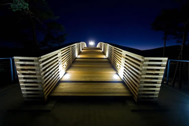 La Casa de la Madera de noche