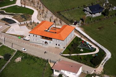Vista aérea de la Casa del Parque de Valdeburón (Lario. León)